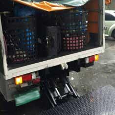 台北搬家 – 大雨中的撫遠街,澆不熄團隊的熱情